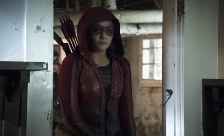 Lurking in the Shadows - Arrow Season 4 Episode 10