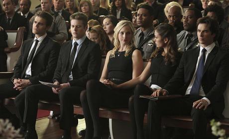 Comforting a Friend - The Vampire Diaries Season 6 Episode 15