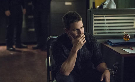 What to Do? - Arrow Season 3 Episode 19