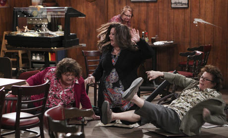 The Sister Surprise - Mike & Molly