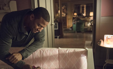 Arrow Season 3 Episode 3 Picture Preview: Diggle the Baby Daddy