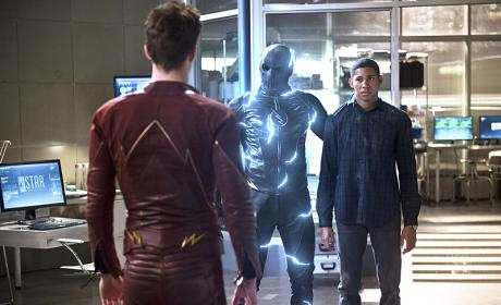 In the Know - The Flash Season 2 Episode 18