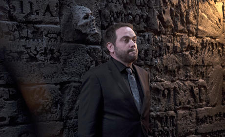 Crowley on the wall - Supernatural Season 11 Episode 10