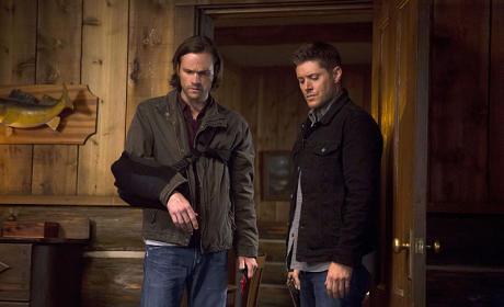 Looking Around - Supernatural Season 10 Episode 4