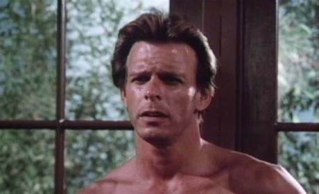 Arrow: Original Beastmaster Mark Singer Nabs Recurring Role