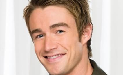 One Tree Hill Spoilers: Brian Austin Green Out; Robert Buckley In!