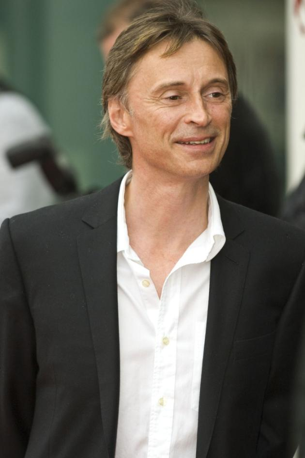 how tall is robert carlyle