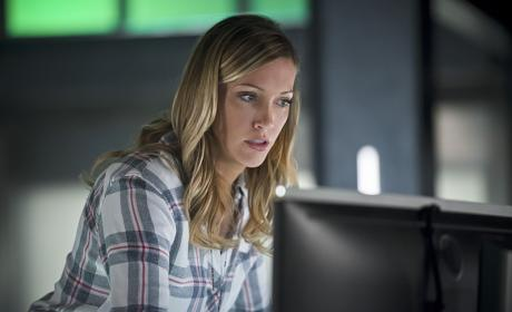 Intruder Alert - Arrow Season 4 Episode 18