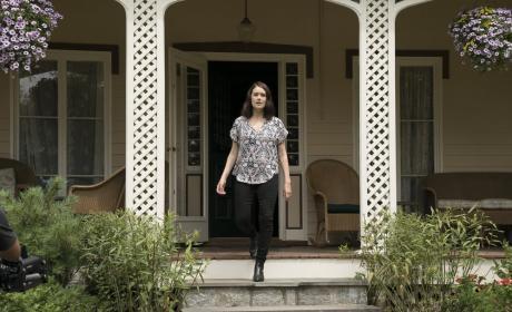 Liz leaves the house - The Blacklist Season 4 Episode 2