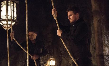 Into the Pit - Arrow Season 3 Episode 20