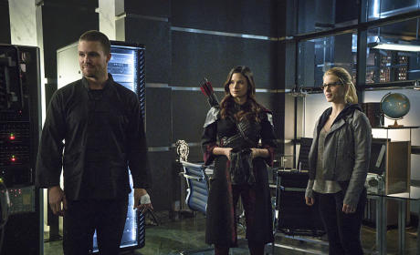 Oliver and His Ladies - Arrow Season 3 Episode 23