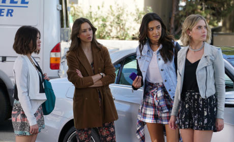 Pretty Little Liars Picture Preview: Digging For Answers
