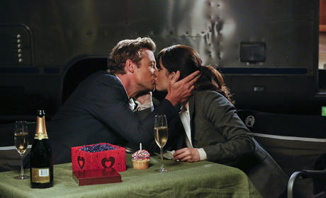 The Mentalist Photo Gallery: A Kiss!