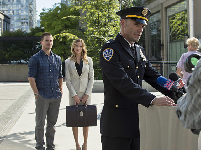 Labor Day - Arrow Season 3 Episode 1