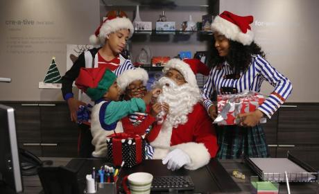 Black-ish Season 1 Episode 10 Review: Black Santa/White Christmas