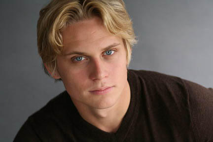 http://images.tvfanatic.com/iu/s--8_V84xnL--/t_full/f_auto,fl_lossy,q_75/v1371127665/billy-magnussen-photograph.png