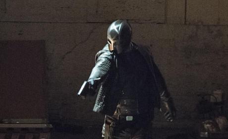 Weapon Drawn - Arrow Season 4 Episode 1