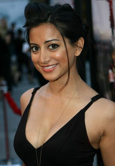 Noureen DeWulf on 90210