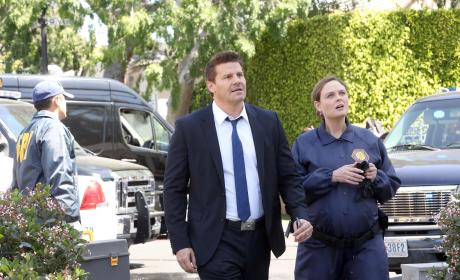 Brennan and Booth Arrive at a Crime Scene - Bones Season 10 Episode 22