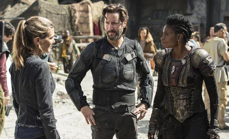 Kane, Indra, and Abby Chat - The 100 Season 3 Episode 3