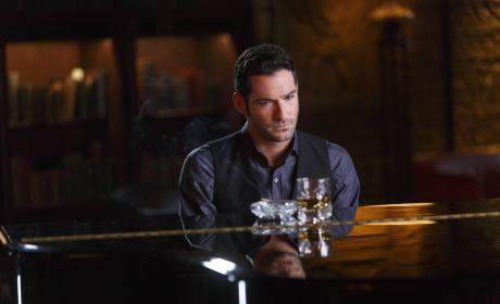 Lucifer Season 2 Episode 1 Review: Everything's Coming Up Lucifer