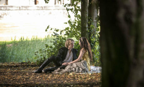 Reign Exclusive Photo: Mary and Prince Francis Grow Closer!