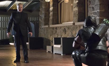 Taking a Knee - Arrow Season 4 Episode 10