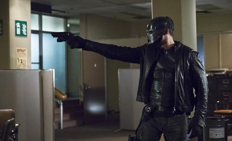 Hands Up - Arrow Season 4 Episode 14