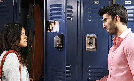 Jane The Virgin: Gina Rodriguez Talks Good Kissers, Love Triangles & More!