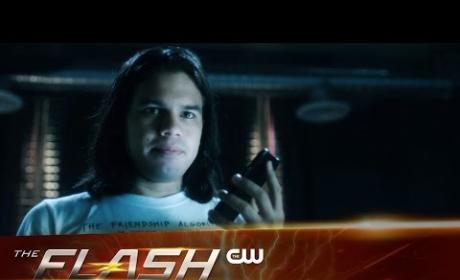 The Flash | Chronicles of Cisco: Vibe Ruins a T-Shirt!!