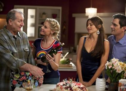 Watch Modern Family Season 2 Episode 24 Online