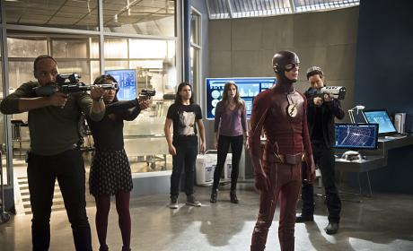 Weapons Up! - The Flash Season 2 Episode 18