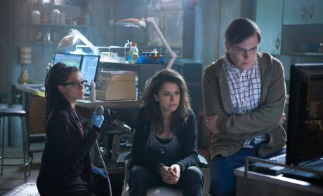 14 Orphan Black Season 4 Photos: Clones and Guns!