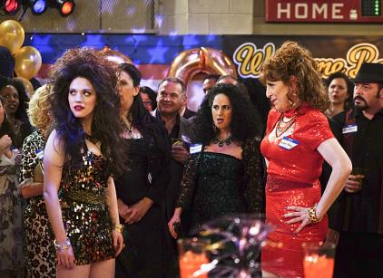 2 Broke Girls - And the Ten Inches