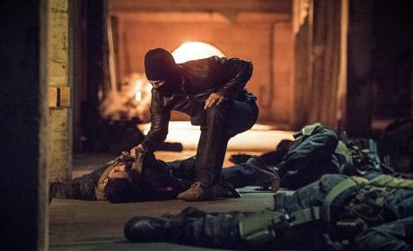 Dead or Alive? - Arrow Season 4 Episode 1