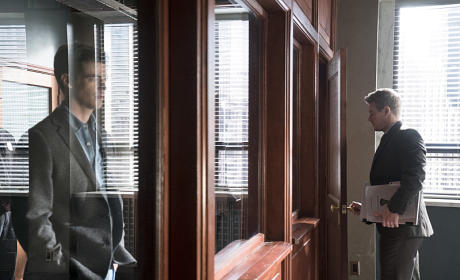 The Flash Season 1 Episode 19 Review: Who is Harrison Wells?