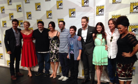 Once Upon a Time at Comic-Con: Elsa's Surprise, The Mirror's Return & More!