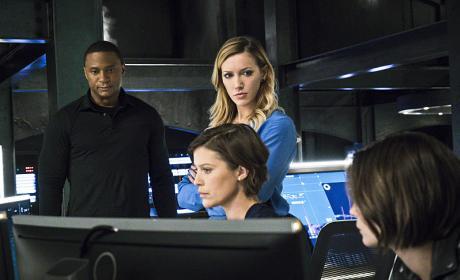 Waiting for News - Arrow Season 4 Episode 11