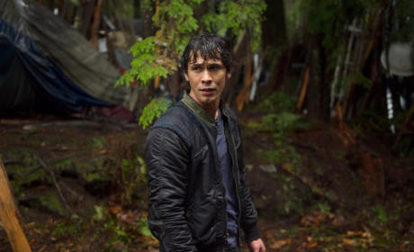 The 100 Season Finale Photo Preview: Lives Will Be Lost