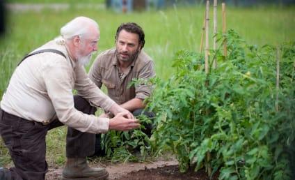 The Walking Dead Season 4 Premiere Pics: Peace at the Prison?