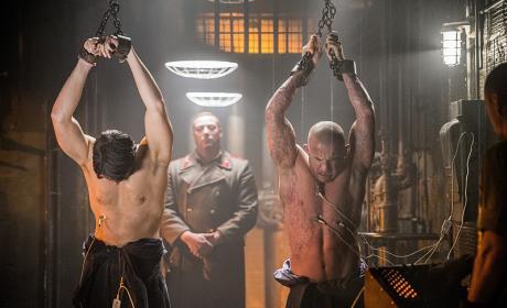 DC's Legends of Tomorrow Photo Preview: Prison Break!!!
