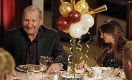 Modern Family Review: Nude Year's Eve