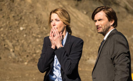 Miller and Carver at the Scene - Gracepoint Season 1 Episode 1