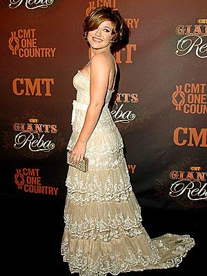 Kelly Clarkson: Gone Country?
