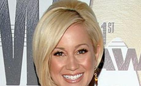Kellie Pickler Admits to Struggle with Depression