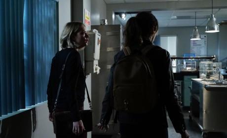 Stay Back - Pretty Little Liars Season 6 Episode 6