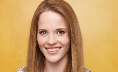 Katie Leclerc to Guest Star on Community
