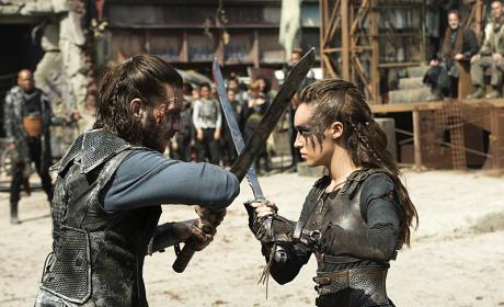 The 100 Season 3 Episode 4 Review: Watch the Thrones
