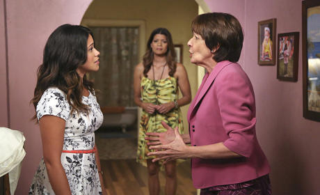 How would you grade the Jane the Virgin premiere?