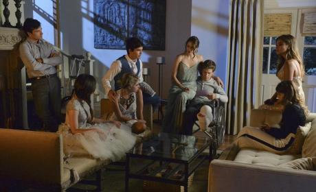 Chatting Together - Pretty Little Liars Season 5 Episode 13